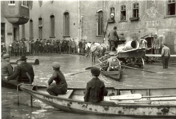 Oskar Barnack. Inundación en Wetzlar, 1920. Cortesía Leica Camara AG