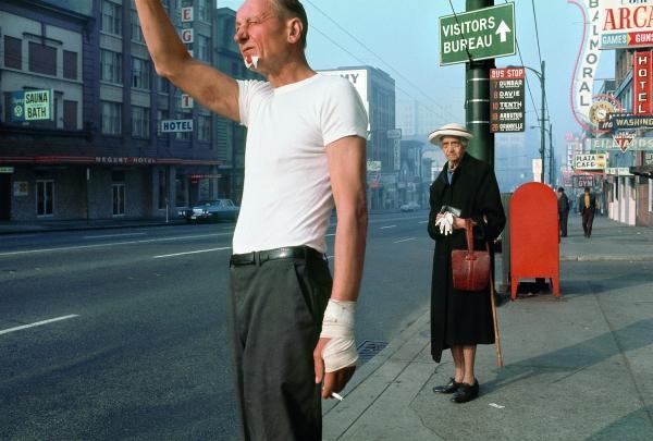 Fred Herzog. Man with bandage, 1968. Cortesía de Equinox Gallery, Vancouver y Fred Herzog, 2016