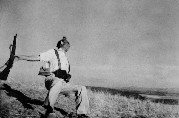 Robert Capa. Muerte de un miliciano, 1936. Cortesía del International Center of Photography y Magnum Photos