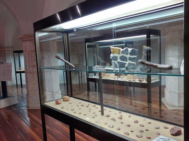 Fronteira líquida XXX - Sala de arqueología | Ir al evento: 'Lugares comunes'. Exposición en Museo Etnográfico Extremeño González Santana / Olivenza, Badajoz, España