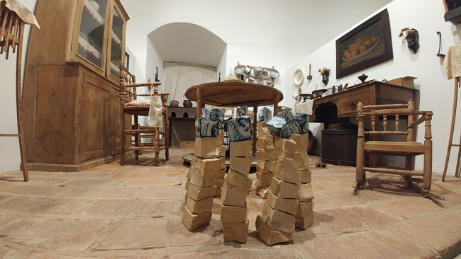 (El rapto de) Europa II - Vivienda campesina | Ir al evento: 'Lugares comunes'. Exposición en Museo Etnográfico Extremeño González Santana / Olivenza, Badajoz, España