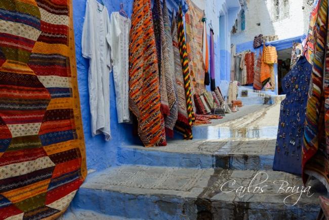 Tienda de alfombras | Ir al evento: 'Chefchauen. La ciudad azul de Marruecos'. Exposición de Fotografía en Martín Iglesias - Sierpes / Sevilla, España