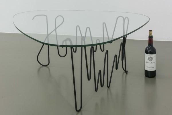 Maria Loboda, Hmmmmmmm, 2016. Glass and iron, baja