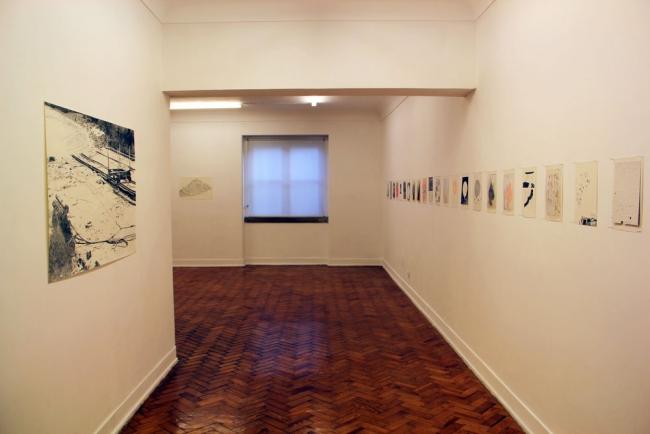 """Vista da exposição """"Fremde Nähe - Proximidade Desconhecida""""   Ir al evento: 'Fremde Nähe - Proximidade Desconhecida'. Exposición de Diseño, Video arte en Plataforma Revólver / Lisboa, Portugal"""