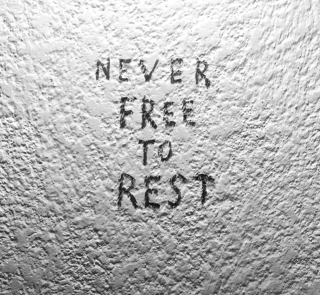 NEVER FREE TO REST. Imagen cortesía Kurimanzutto