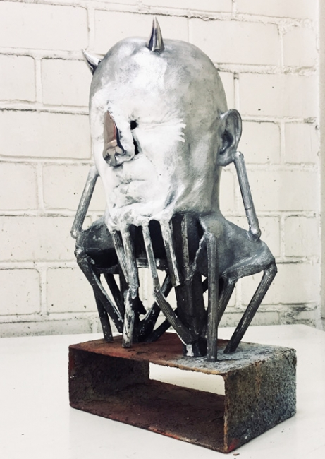 "Bernardi Roig, ""Auto-Portrait Without Nose"", 2012. Bronze, marble dust and fluorescent light, 40x22x25 cm. — Cortesía de Mario Mauroner Contemporary Art Salzburg"