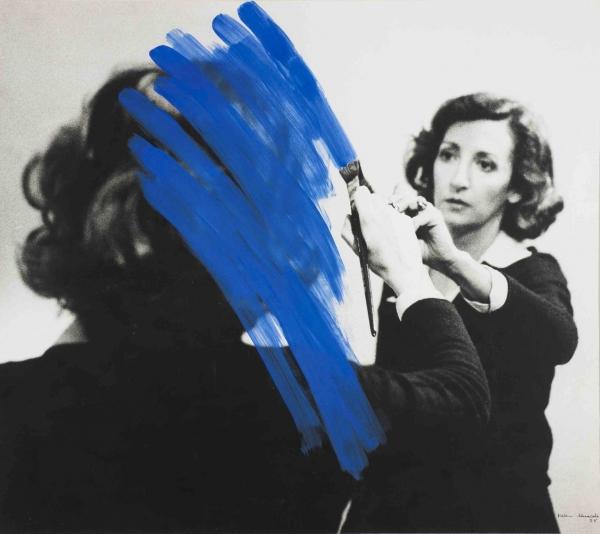 Helena Almeida | Pintura habitada, 1975. Colección Fundação de Serralves – Museu de Arte Contemporânea, Porto. Foto de Filipe Braga