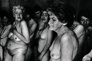 Paz Errázuriz, Mujeres VI, de la serie Antesala de un desnudo, 1999. Gelatina de plata, copia vintage. Fundación AMA, Colección Juan Yarur Torres ©Paz Errázuriz & FotoMéxico 2017