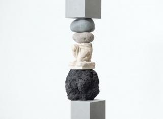 Jose Dávila Fundamental Concern III (detail) 2018 San Andrés stone volumes, enameled rock, boulders, and plaster 217 x 49 x 37 cm. Cortesía de Travesía Cuatro