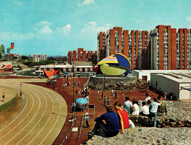 Station 9 by Todd Williams of La Ruta de la Amistad at the Olympic Village, Mexico City. Mexico City tourism brochure, late 1960s. Imagen  cortesía e-flux Architecture