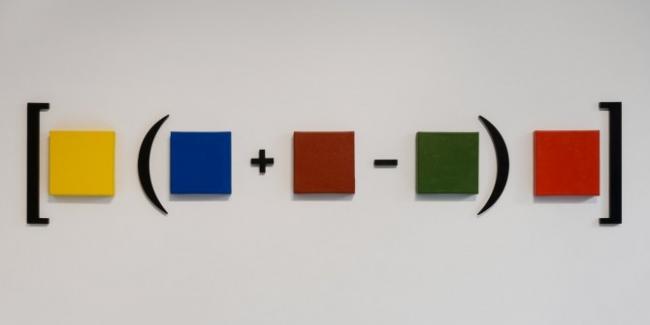 Hipótesis para una ecuación  2012 Acrílico sobre tela, esmalte sobre madera Dimensiones variables