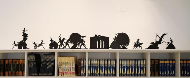 Instalación, One Drop Rule, de la artista americana Kara Walker | Ir al evento: 'Hago, deshago y rehago'. Exposición de Escultura, Fotografía, Pintura en Ana Serratosa Arte / Valencia, España
