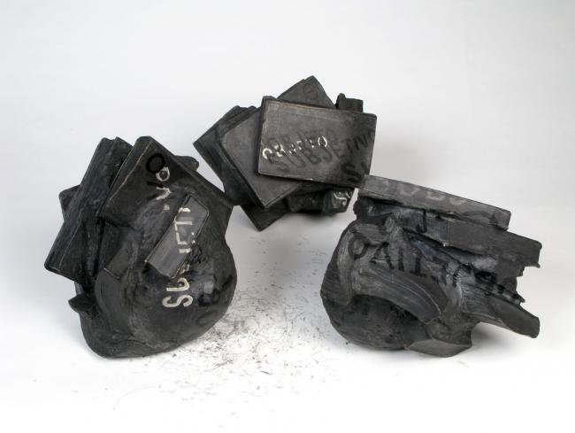 © Alicia Martín, VEGAP. Tres meteoritos, escultura – Cortesía del Museo Lázaro Galdiano