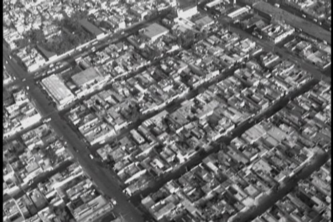 Melanie Smith y Rafael Ortega, Spiral City, 2002. Betacam video 5.50 min. Gelatin silver print on paper, Each 127x152 cm. – Cortesía del Museu d'Art Contemporani de Barcelona (MACBA)