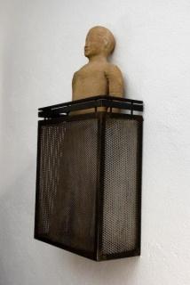 Balcón con figura de un chino. Juan Muñoz, 1991