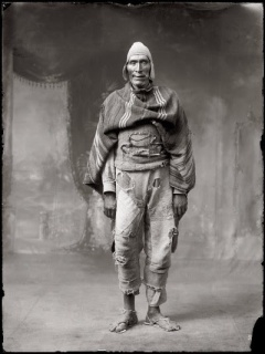 © Martín Chambi. El gigante de Llusco, 1925. Gelatina de plata – Cortesía de Blanca Berlín Galería