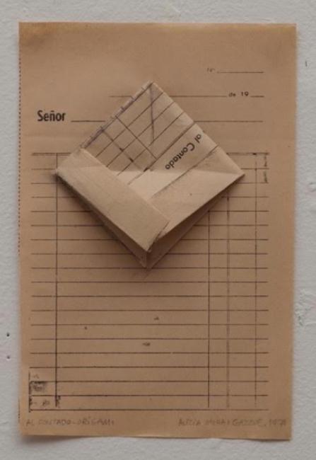 Alicia Mihai Gazcue. Al contado-origami (Cash-origami), 1971  – Cortesía de Espacio Mínimo | Ir al evento: 'Para ser preciso'. Exposición en Espacio Minimo / Madrid, España