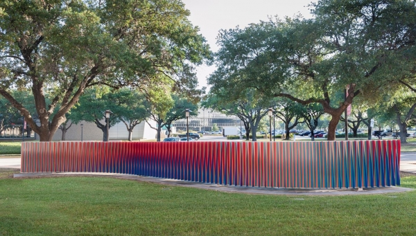 Carlos Cruz-Diez, Double Physichromie, 2007. Metal and paint, 590 9/16 inches /15 meters. The University of Houston (Photography: Paul Hester)