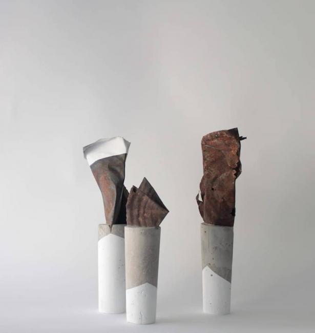 'Materias rescatadas' Escultura. Cemento y hojalata. 23 x 8 cm. aprox. / Toni Simarro