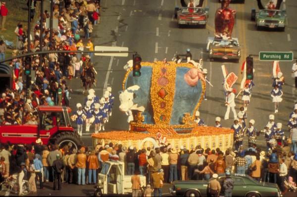 Miralda, Wheat & Steak – Parade, Kansas City, 1981 © Foto: D. White