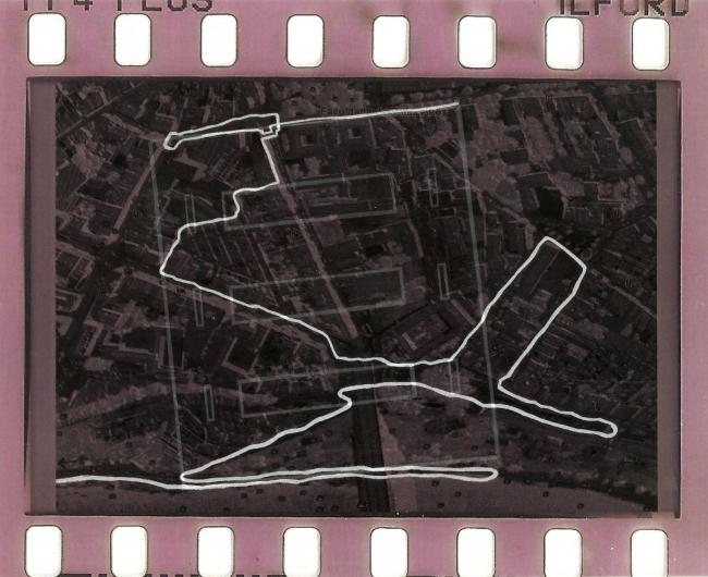 """Tiago Madaleno, """"Cabeça"""", desenho sobre impressão digital a cores em papel de acetato transparente, 29,7 x 21 cm, 2016 — Cortesía de Museu de Arte Contemporânea de Serralves"""