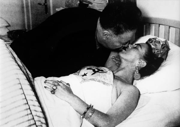 Diego Rivera con Frida Kahlo en el Hospital Inglés (ABC). Ciudad de México, 1950. Autor: Juan Guzmán.