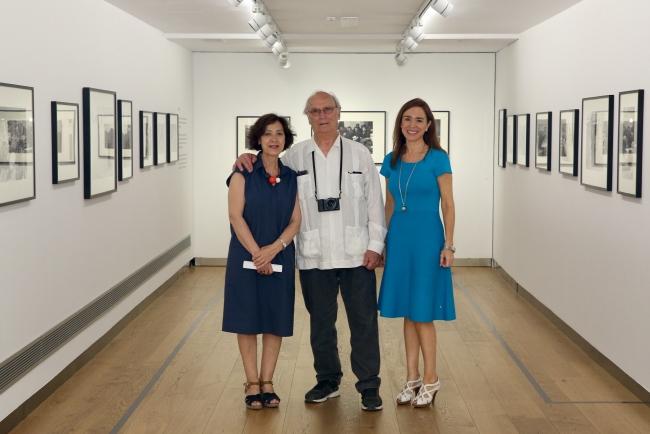 Oliva María Rubio, Carlos Saura y Rosa Santos en la inauguración — Cortesía del Fundación Cajasol