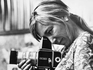 """Presentación del libro """"Joana Biarnés. Disparando con el corazón"""" de la fotógrafa Joana Biarnés - Cortesía del Centro Cultural Conde Duque"""