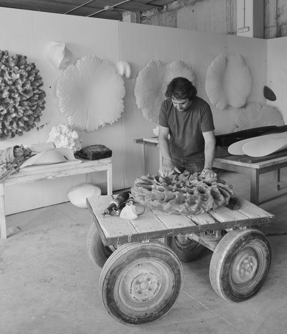 Juan Asensio en su estudio, 2017, Cortesía Galería Elvira González