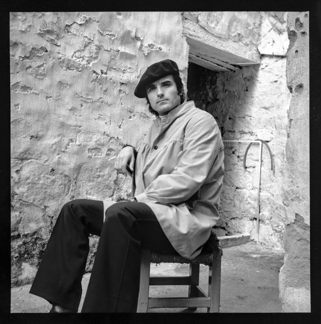 El pintor en su estudio en 1976 | Ir al evento: 'Marcelo Góngora Ramos, Ausencia de presencias'. Exposición de Escultura, Fotografía, Pintura en Centro Cultural Hospital Santiago de Ubeda / Úbeda, Jaén, España