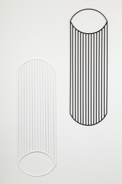 Untitled (2001) painted steel drawn ( 6 mm Ø ) 101,5 x 33 cm Ø each