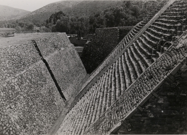Josef Albers, Untitled (Great Pyramid, Tenayuca, Mexico), ca. 1940. Gelatin silver print, 8.6 x 11.6 cm. Solomon R. Guggenheim Museum, New York, Gift, The Josef and Anni Albers Foundation © 2016 The Josef and Anni Albers Foundation / Artists Rights Societ