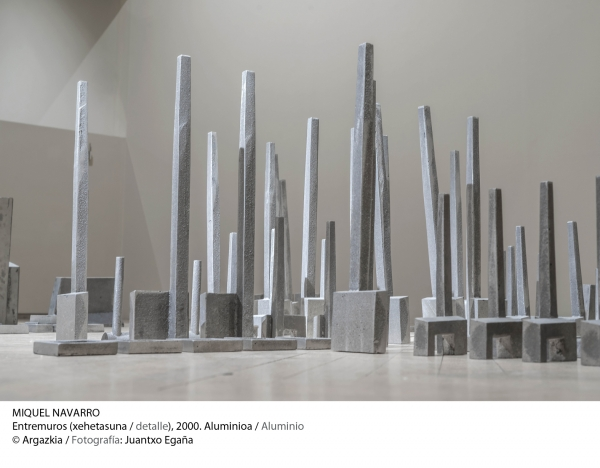 Miquel Navarro, Entremuros (detalle), 2000, aluminio © Fotografía: Juantxo Egaña