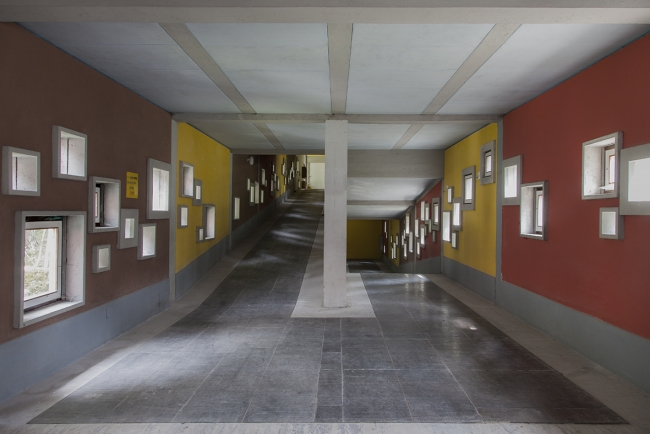 Begoña Zubero, V/E Villagio Eni, 2017 - Cortesía de la Galería Altxerri | Ir al evento: 'V/E Villagio Eni'. Exposición en Altxerri / Donostia-San Sebastián, Guipúzcoa, España