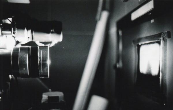 Objetivo y ventana de proyección | Ir al evento: '1.895-2.014: El último viaje del celuloide'. Exposición de Fotografía en Centro Sociocultural Norte-Universidad / Móstoles, Madrid, España