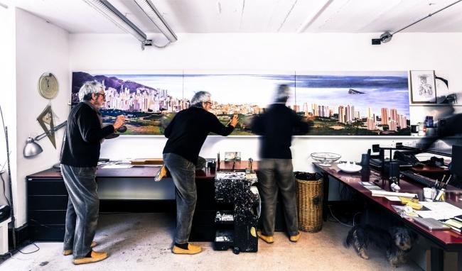 Oscar Tusquets, La ciudad desde el norte - Cortesía de La Rambleta | Ir al evento: 'Gran Benidorm'. Exposición de Pintura, Video arte en Espai Rambleta / Valencia, España