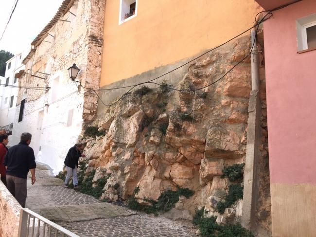 Fachada de la calle san Blas: intervención escultórica