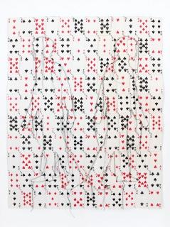 Pedro Valdez Cardoso. No winner, no looser, 2006. Cartas de jogar, cartolina e linha, 87x68 cm. – Cortesía de la Galeria 111