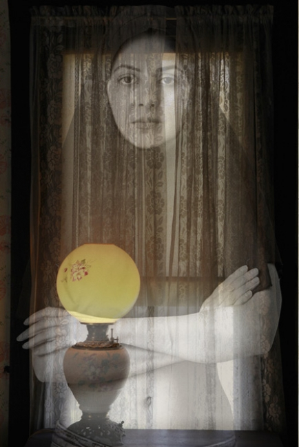 Niloufar Banisadr, Miss Havisham – Cortesía de la galería About Art | Ir al evento: 'Niloufar Banisadr'. Exposición de Fotografía en About Art / Lugo, España