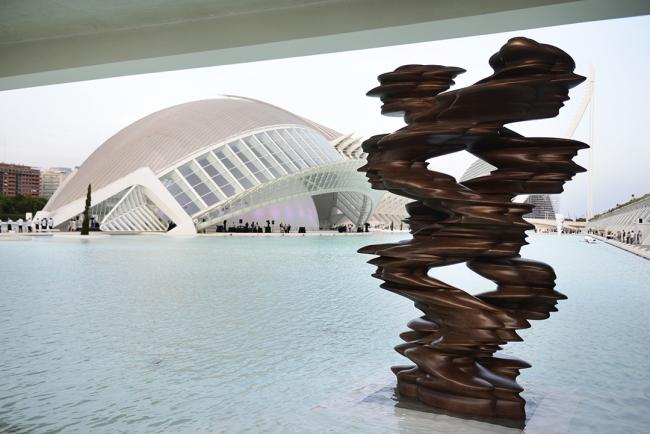 """Tony Cragg. Exposición """"Seis esculturas"""" — Cortesía de la Fundación Hortensia Herrero"""