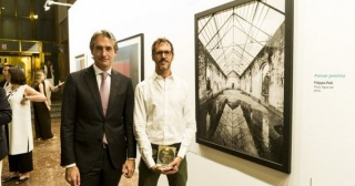 Íñigo de la Serna, Ministro de Fomento (izqda.) con el artista el italiano Filippo Poli, ganador del premio