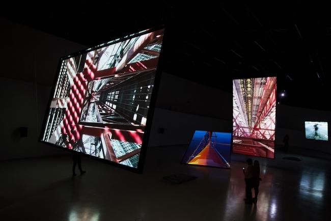 Vista de exposição: Shadow Soundings, Bill Fontana, Galeria Oval do MAAT, 2017 – Cortesía del Museu de Arte, Arquitetura e Tecnologia (MAAT)