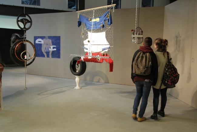 Vista de la exposición – Cortesía de Azkuna Zentroa | Ir al evento: 'Bi Dos Two'. Exposición de Arte en vivo, Escultura, Pintura, Video arte en Azkuna Zentroa - Alhondiga Bilbao / Bilbao, Vizcaya, España