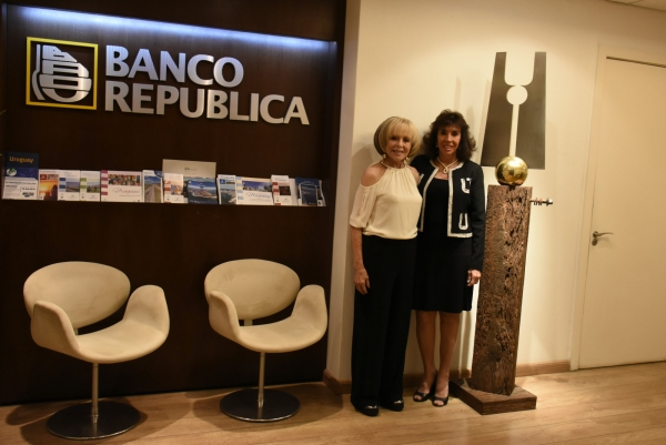 Dolly Moreno e Carla Mourão | Ir al evento: 'Dolly Moreno - Esculturas'. Exposición de Diseño, Escultura en Espacio Uruguay / São Paulo, Sao Paulo, Brasil