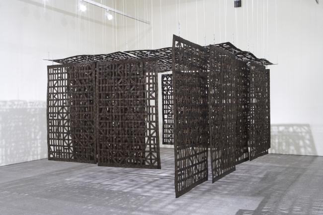 Cristina Iglesias, Pavillion Suspended in a Room III, 2005. Colección Museo Nacional Centro de Arte Reina Sofía, Madrid, 2013. Foto: Atilio Maranzano — Cortesía del Centro Botín