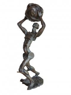 Eric Aman, Atlante, 2017, bronce único, 67x25x33 cm. — Cortesía de Stoa Gallery