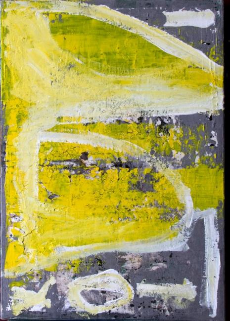 Amarillo en gris