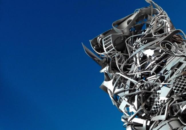 Tótem – Cortesía del Colectivo Trashformaciones | Ir al evento: 'Tótem'. Exposición de Escultura en Aeropuerto de Castellón / Benlloch, Castellón, España