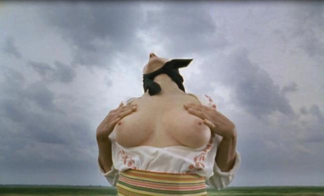 """Marian Abramovic, """"Balkan Erotic Epic: Massing Breasts (solo)"""", 2005. Imagen cortesía Luciana Brito Gallery"""
