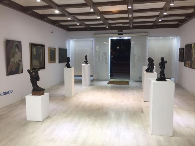 Vista de la exposición de Camilo Otero – Cortesía de la Galería José Lorenzo   Ir al evento: 'Camilo Otero'. Exposición de Escultura en La Marina / A Coruña, España